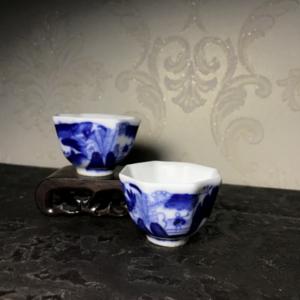 【精品青花瓷】清代青花山水人物八角茶杯一对。