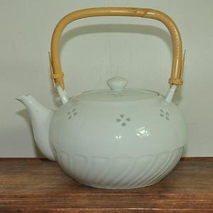 日本清秀白瓷茶壶