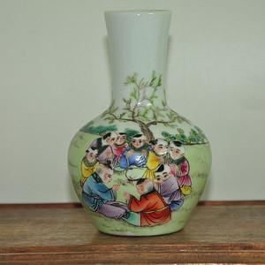 童子图粉彩花瓶