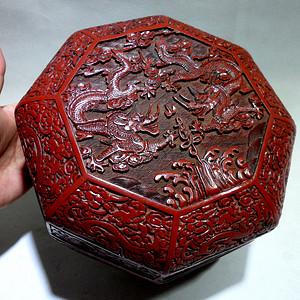 【重器】清代剔红雕漆龙纹捧盒!