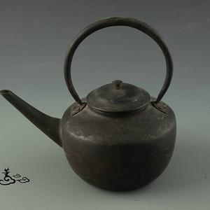 铜器提梁壶