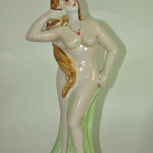 瓷塑美女摆件