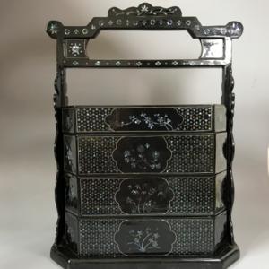 【精品收藏级】创汇期黑大漆嵌螺钿多层提盒