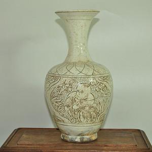 清釉刻花瓷瓶