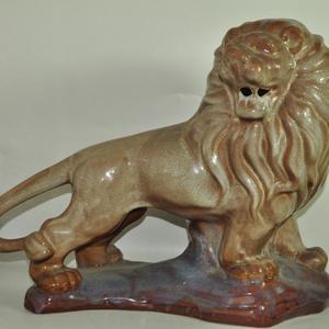 博山瓷塑雄狮