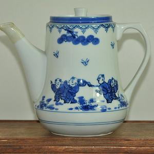 青花瓷茶壶