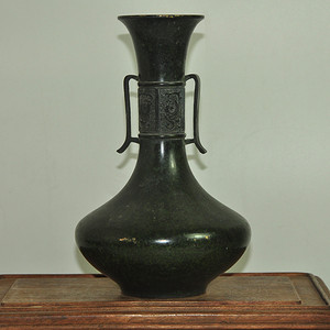 日本刻花铜瓶