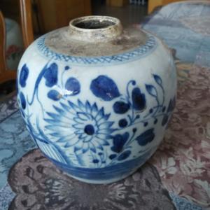 清代 菊花纹青花罐