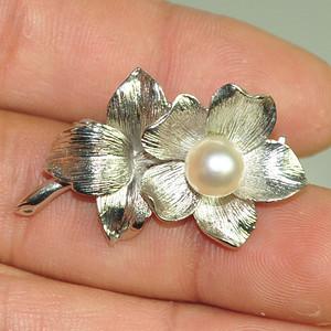 5.6克镶珍珠胸针