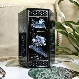 【精品文房】回流创汇期黑大漆镶嵌螺钿六方花鸟笔筒