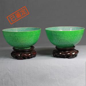 【季度大拍】【已鉴定】清代瓜皮绿釉暗刻龙纹薄胎瓷碗一对带老木底座