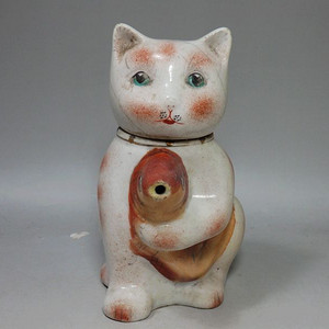 文革时期粉彩猫形执壶