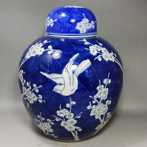 清代青花留白喜鹊登梅绘画罐