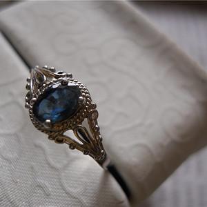 蓝宝石女款戒指925银托