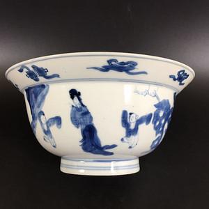 【季度大拍】清康熙#成化年制款青花三娘教子纹饰折沿碗一个