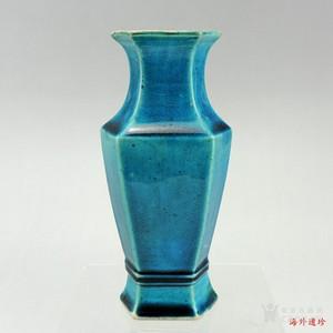 【季度大拍】清代 康熙 孔雀蓝釉炫纹六方瓶 B