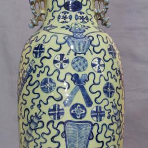 【季度大拍】道光300件豆青釉暗八仙纹龙耳瓶