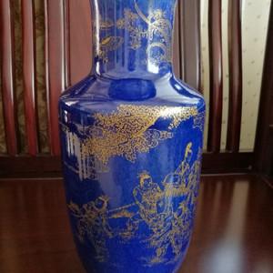(联盟)清代洒蓝描金人物纹棒槌瓶