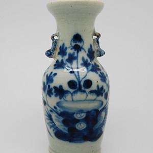清代 豆青釉花鸟纹青花瓶 v8