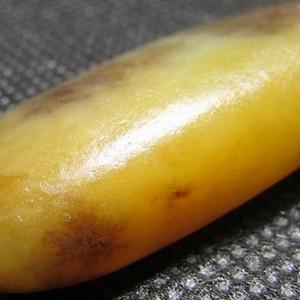 11.23克和田红沁黄籽原石