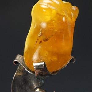 十八世纪鸡油黄蜜蜡胸花