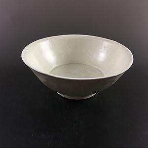 五代 极美品白釉莲瓣碗