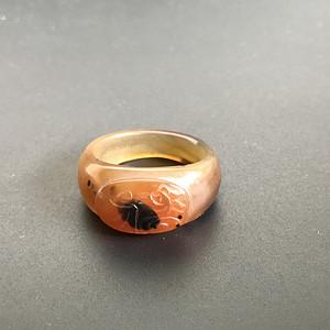 清代老玛瑙巧雕戒指一枚
