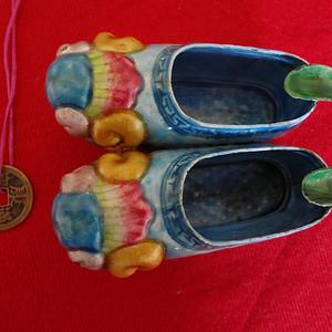 306 2055 民国绣花鞋式铜胎画珐琅烟灰缸