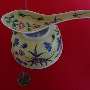493 1024 民国黄地花卉纹碗勺一套 CHINA款
