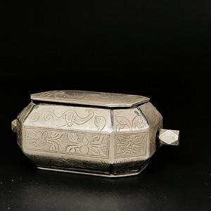 少见 清代满工白铜烟膏盒一件