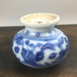 清中期 青花花卉纹文房水洗小瓶。