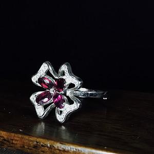 纯银镶嵌天然碧玺戒指一枚