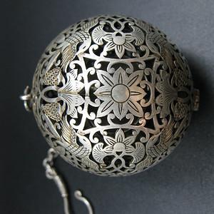 银质花鸟纹饰香囊
