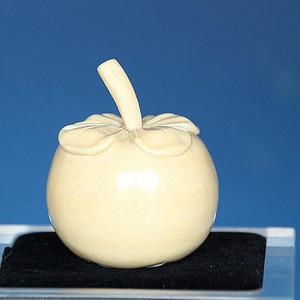 珍贵材质 129.03g雕刻番茄状水果摆件