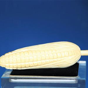珍贵材质 97.69g雕刻玉米状水果摆件