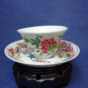 雍正粉彩薄胎牡丹纹杯和叶形开光牡丹玉兰纹描金碟 1909 T16