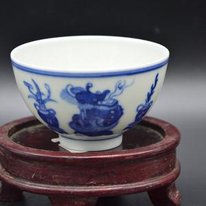 大清光绪年制 款青花杂宝纹茶杯