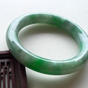 A货翡翠冰糯种飘阳绿圆条手镯72.94g