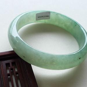 A货翡翠冰种浅绿手镯59.99g