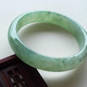A货翡翠冰种浅绿手镯45.44g