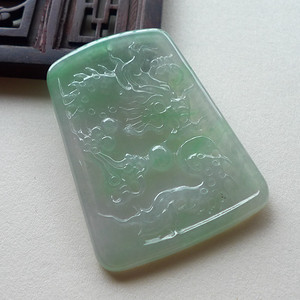 A货翡翠冰种飘绿龙牌12.67g