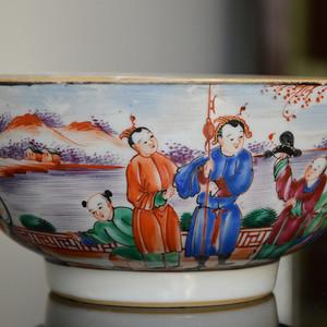 清乾隆广场人物瓷碗