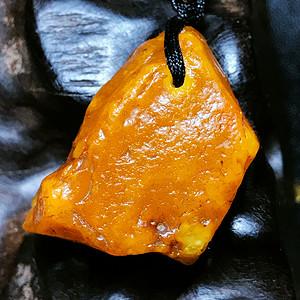 满蜜鸡油黄!波罗的海纯天然原矿无优化蜜蜡满肉原石吊坠!