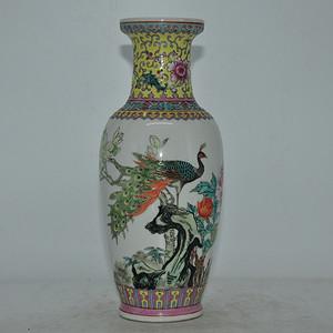 景德镇孔雀牡丹粉彩瓷瓶