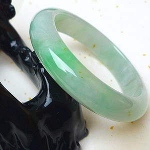 缅甸老坑A货翡翠冰润带阳绿手镯