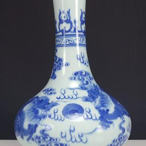 清代  双龙戏珠纹 青花扁瓶