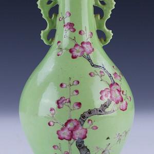 清中期苹果绿胭脂红观音瓶