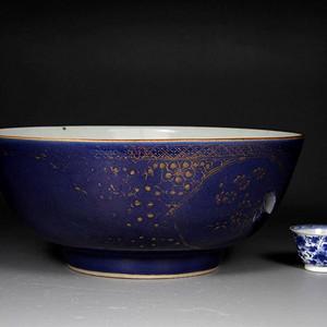 清雍正霁蓝描金大碗