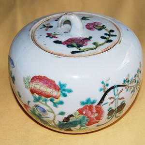 金牌 清 粉彩花卉纹盖罐 d23