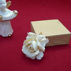 精雕珍贵材质玫瑰两用佩饰 胸针  183 挂坠  183 花体大